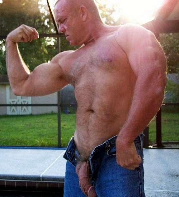 Buffed Mature Bear Ramming Tight Ass